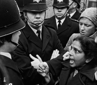 Jayaben Desai argues with police officer